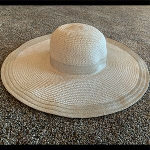 Charming Charlie White/Silver Floppy Hat